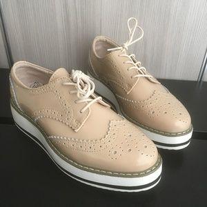 Shoes - Creme flatform oxford wingtips - COMFORTABLE! NWT